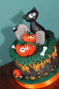 happy halloween by zoes fancy cakes cakesdecorcom cake decorating website