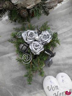 Gedenktage im November 2014 Origami, Funeral Flowers, Flower Decorations, Heart Shapes, Fall Decor, Flower Arrangements, Diy And Crafts, November, Plants