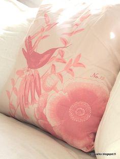 Villa Valko: rose, roosa, puuteriroosa, cushion, colibri, tyyny, olohuone