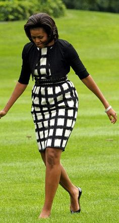 Michelle Obama in Liz Claiborne African Wear, African Dress, African Fashion, African Women, Michelle Obama Fashion, Michelle And Barack Obama, Barack Obama Family, American First Ladies, First Black President