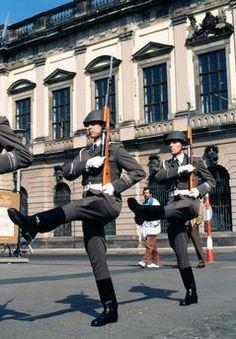 Berlin Neue Wache 1990 Soldaten