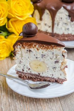 Cred ca nu mai e un secret pentru nimeni ca eu sunt mare fan cheesecake fara coacere. Da, imi place de nu mai pot si oricand as fi ga... Sweet Recipes, Cake Recipes, Dessert Recipes, Mango Cake, Delicious Deserts, Romanian Food, Just Cakes, No Bake Cake, Food To Make