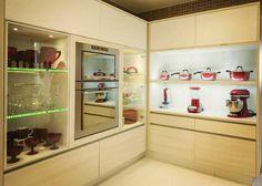 prateleiras vidro luz led cozinha moderna