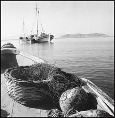 These impressive black and white photos fromDionysis Anninos that capture everyday life of Greece from the Beer planner in Gre. Greek Town, Pre Election, Kids Swing, Thessaloniki, Black And White Pictures, Mykonos, Athens, Sailing Ships, Greece