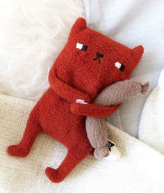 Cats Toys Ideas - monster soft toy - Ideal toys for small cats Softies, Plushies, Sewing Toys, Sewing Crafts, Sewing Projects, Diy Cat Toys, Ideal Toys, Fabric Toys, Cute Toys