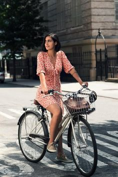 easygoingfuture:  Likes | Tumblr on We Heart It. bicycle fashionhttp://easygoingfuture.tumblr.com/