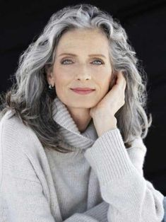 Gray is the new Black: 30 hairstyles for gray hair- Grey is the new Black: 30 Frisuren für graue Haare Because of grandma! What used to be taboo is now awesome: gray hair! We definitely find gray hair absolutely sexy and show you wonderful hairstyles … - Grey Hair Over 50, Long Gray Hair, Silver Grey Hair, Hairstyles Over 50, 2015 Hairstyles, Great Hairstyles, Chic Hairstyles, Formal Hairstyles, Scene Hairstyles