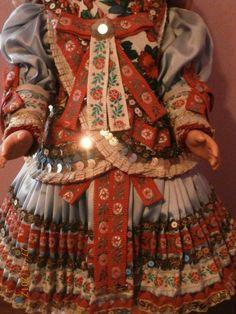 starodávna bábika v ľudovom  kroji z Martoviec,