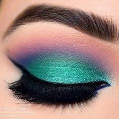 Eye Makeup Tips – How To Apply Eyeliner – Makeup Design Ideas Peacock Eye Makeup, Dramatic Eye Makeup, Makeup Eye Looks, Dramatic Eyes, Cute Makeup, Mermaid Eye Makeup, Mermaid Eyes, Little Mermaid Makeup, Bright Eye Makeup