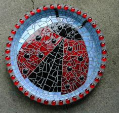 so gorgeous! Mosaic Birdbath, Mosaic Garden Art, Mosaic Flower Pots, Mosaic Stepping Stones, Stone Mosaic, Mosaic Glass, Glass Art, Mosaic Animals, Mosaic Birds