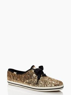 I can't help my obsession with kate spade. keds for kate spade new york glitter kick Cute Shoes, Me Too Shoes, Fab Shoes, Kate Spade Keds, Do It Yourself Fashion, Baskets, Up Girl, Shoe Closet, Swagg