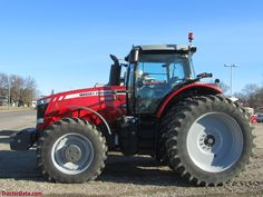 Massey Ferguson 8690 tractor.