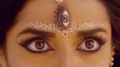 Bagalamukhi... Indian Goddess Kali, Durga Goddess, Shiva Parvati Images, Shiva Shakti, Middle Eastern Makeup, Peacock Images, Bengali Bridal Makeup, Pooja Sharma, Bengali Bride