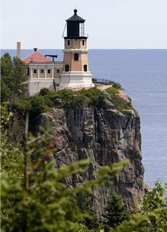 Split Rock Lighthouse Minnesota - Bing images - Split Rock Lighthouse is located southwest of Silver Bay, Minnesota, USA on the North Shore of Lake - Lighthouse Lighting, Lighthouse Pictures, Lighthouse Art, Split Rock Lighthouse, Beacon Of Light, Light Of The World, Lake Superior, Architecture, Minnesota
