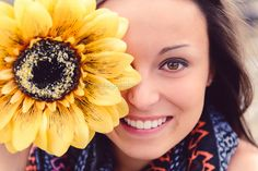 Sunflower Senior Picture by Annabelle Denmark Photography Senior Girl Photography, Photography Projects, Girl Photography Poses, People Photography, Picture Poses, Picture Ideas, Photo Ideas, Summer Senior Pictures, Sunflower Photography