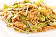 Asiatisch genießen ohne viel Arbeit - ganz einfach mit dem Rezept für chinesische Eiernudeln mit Hühnerbrust.