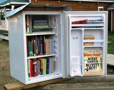 How to build a Little Free Library in your community. It's a great way to promote literacy and promote reading for kids! 14 little free library ideas! Little Free Library Plans, Little Free Libraries, Little Library, Mini Library, Library Books, Little Free Pantry, Street Library, Library Inspiration, Library Ideas