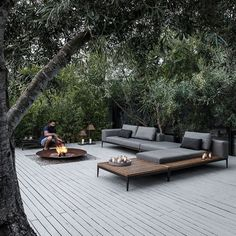 Best outdoor patio chaise lounge ideas must have in your backyard or front yard pool deck. Styles your home with these patio furniture chaise lounge design Outdoor Lounge, Outdoor Seating, Outdoor Rooms, Outdoor Gardens, Outdoor Living, Outdoor Decor, Outdoor Fire, Outdoor Daybed, Jacuzzi Outdoor