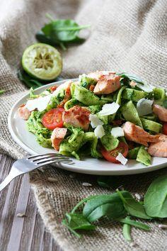 Domácí tagliatelle se špenátovým pestem a lososem Fresh Rolls, Cobb Salad, Pizza, Ethnic Recipes