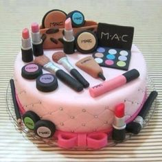 Birthday Cake Designs Of Makeup - Share this image!Save these birthday cake designs of makeup for later by share this imag Make Up Torte, Make Up Cake, Love Cake, Pretty Cakes, Cute Cakes, Beautiful Cakes, Amazing Cakes, Girly Cakes, Fancy Cakes