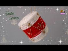 Weaving with Boy: Christmas Drum Crochet Gratis, Crochet Patterns Amigurumi, Diy Crochet, Crochet Toys, Tutorial Amigurumi, Crochet Christmas Ornaments, Christmas Crochet Patterns, Christmas Stockings, Christmas Decorations