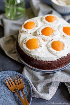 Chocolate fried egg cake for Easter- Schokoladiger Spiegeleier-Kuchen zum Osterfest Chocolate fried egg cake for Easter Easter Recipes, Egg Recipes, Baby Food Recipes, Cake Recipes, Dessert Recipes, Cooking Recipes, Desserts, Huevos Fritos, Egg Cake