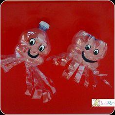 """due versioni di simpatici polipetti con le bottiglie di plastica. Si possono aggiungere dettagli o forme in base all'età dei bimbi. two version of a nice """"plastic"""" octopus"""