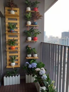 Cool Balcony Decorating Ideas Knitting And We Small Balcony Design, Small Balcony Garden, Small Balcony Decor, Balcony Plants, House Plants Decor, Plant Decor, Balcony Ideas, Small Terrace, Outdoor Balcony