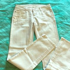 """NWOT Crochet Embellished Off White Skinny Jeans Fun off white embellished skinny jeans with details on the front and back pockets - 29"""" inseam - 4 functional pockets - never been worn Rue 21 Jeans Skinny"""