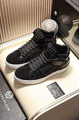 PP 高邦休闲鞋 码数 38-45 8086280 All Black Sneakers, High Top Sneakers, Casual Leather Shoes, Wholesale Shoes, Front Row, High Tops, Louis Vuitton, Fashion, Moda
