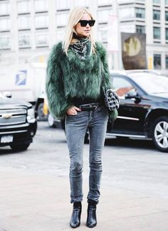 Your Denim Street Style Handbook: 36 Looks To Get You Inspired | Who What Wear Hollywood Fashion, Vintage Hollywood, Spring Fashion Outfits, Winter Outfits, New York Fashion Week Street Style, Street Fashion, Rocker, Mode Inspiration, Fashion Inspiration