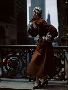 Norman Parkinson, American Glamour, October 1949. © Norman Parkinson limited. Courtesy Norman Parkinson Archive. / http://www.yatzer.com/papier-glace-palais-galliera