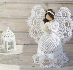 Beautiful angels in crochet free pattern 2019 Christmas Christmas Angel Decorations, Crochet Christmas Ornaments, Angel Ornaments, Christmas Angels, Crochet Angels, Crochet Stars, Thread Crochet, Diy Crochet, Vintage Crochet Patterns