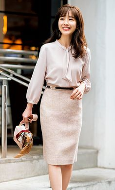 Bleistiftrock Mode im Jahr 2020 Pencil Dress Outfit, Pencil Skirt Casual, Pencil Skirt Outfits, High Waisted Pencil Skirt, Pencil Skirts, Pencil Dresses, Short Girl Fashion Curvy, Pencil Skirt Tutorial, Satin Pencil Skirt