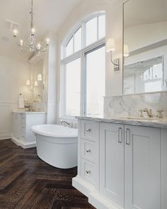 If you have a small bathroom in your home, don't be confuse to change to make it look larger. Not only small bathroom, but also the largest bathrooms have their problems and design flaws. Beach House Bathroom, Diy Bathroom Decor, Dream Bathrooms, Amazing Bathrooms, Small Bathroom, Master Bathrooms, Bathroom Ideas, Modern Bathroom, Bathroom Mirrors