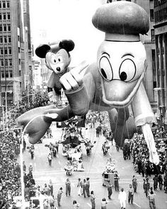 "The ad read, ""See gigantic balloons designed by none other than Walt Disney, creator of Mickey Mouse himself!"" It was New York City and Mickey Mouse was about to make his grand debut in the Macy's Santa Claus Parade (now Macy's Macys Thanksgiving Parade, Vintage Thanksgiving, Thanksgiving Traditions, Happy Thanksgiving, Vintage Christmas, Christmas Decor, Mickey Mouse, Tsumtsum, Vintage Pictures"