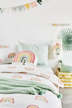 Beautiful Kids Bedroom Design That Will Make Kids Happy Rainbow Bedding, Rainbow Bedroom, Vintage Modern, Rainbow Room Kids, Rainbow Girls Rooms, Childrens Room Decor, Bedroom Vintage, Little Girl Rooms, White Bedroom