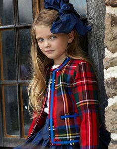 Tartan and Oscar ties the best bow on avenue Tartan Fashion, Look Fashion, Kids Fashion, Outfits Niños, Blog Couture, Best Bow, Moda Chic, 7 Avenue, Tweed