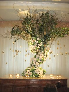 Tree centerpiece. No doubt about this one.... I am gonna have to have it. SOOOOO so beautiful.
