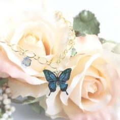 幸せ運ぶ「青い蝶」バッグチャーム