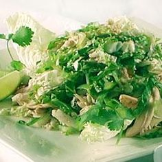 Chinois Chicken Salad is a perennial favorite at the Oscars Governors Ball. Serving salad in small, glass bowls instead of on large plates not only looks beautiful, but it keeps the portions small for passing. Chef Recipes, Dinner Recipes, Cooking Recipes, Healthy Recipes, Cooking Ideas, Fresco, Herb Salad, Chicken Salad Recipes, Chicken Salads