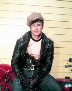 That leather jacket realness. | 19 Reasons Young Marlon Brando Will Ruin You For The Rest Of The Day