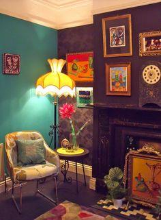 via sweet home style Style At Home, Estilo Kitsch, Deco Boheme, Retro Home Decor, Vintage Decor, Vintage Stuff, Retro Vintage, Eclectic Decor, Eclectic Style