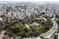 Bairro Moinhos de Vento, Porto Alegre, Rio Grande do Sul, Brasil. O Parque Moinhos de Vento é contornado pelas ruas 24 de Outubro, Mostardeiro, Comendador Caminha, Quintino Bocaiúva e cortado pela Av. Goethe. Site: http://www.portoalegre.tur.br/ponto_turistico/parque_moinhos_de_vento_parcao-porto_alegre-21-2-16-52.html Área: 11,50 hectares Inaugurado em: 9 de novembro de 1972 Site: http://www2.portoalegre.rs.gov.br/smam/default.php?p_secao=204