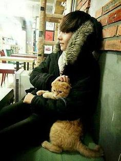 The cat don't wanna be there, Lol I'll trade places with the cat in a heart beat.