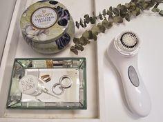 Ladybirds Nest - clarisonic aria - voluspa -bathroom - stilleben - mirror - eucalyptus - organizer
