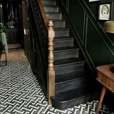 Victorian Terrace Hallway, Victorian Stairs, Victorian House Interiors, Edwardian House, Edwardian Staircase, Edwardian Hallway, 1930s House Interior, Black Hallway, Tiled Hallway