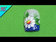Decoración de uñas Flor muy fácil de realizar - Flowers Nail Art - NLC - YouTube Pedicure Nails, Toe Nails, How To Do Nails, Daisy, Nail Designs, Nail Art, Youtube, Color, Liliana
