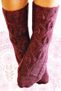 Midsummer Night's Dream sock - Knitty: Fall 2009 - a little advanced but so pretty! Lace Knitting, Knitting Socks, Knitting Stitches, Knitting Patterns Free, Free Pattern, Simple Knitting, Crochet Socks, Knit Crochet, Knit Socks