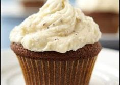 Gingerbread cupcakes are swirled with a cardamom cream cheese frosting. The gingerbread cupcakes are great for kids. Spread the frosting on everything. Maple Cupcakes, Butter Cupcakes, Vegan Cupcakes, Spice Cupcakes, Chocolate Cupcakes, Vanilla Cream Cheese Frosting, Cupcakes With Cream Cheese Frosting, Vegan Buttercream, Maple Frosting